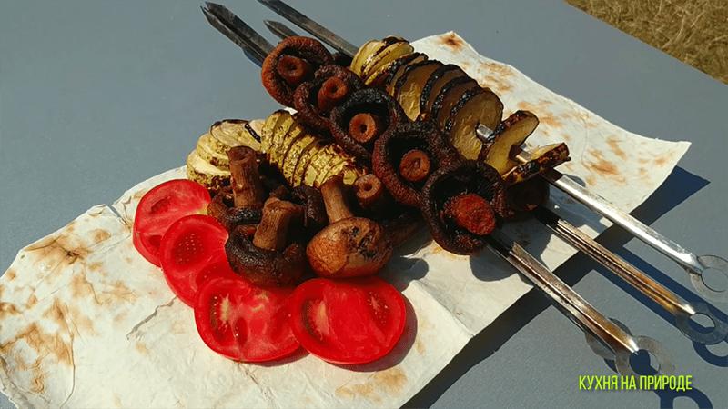 кабачки и грибы на мангале